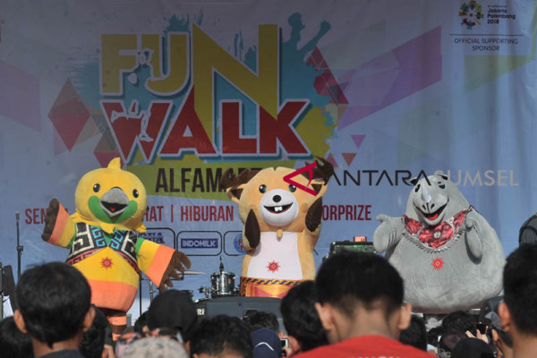 Maskot Asian Games  beraksi di Alfamart Funwalk