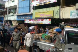 Satpol PP Palembang tertibkan PKL Pasar Sako