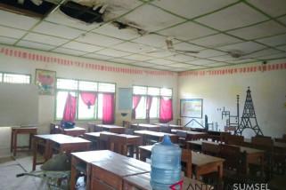 Bangunan dan ruang kelas rusak SMAN 20 diperbaiki