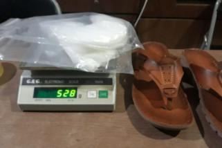 Sabu satu kilogram disembunyikan dalam sandal