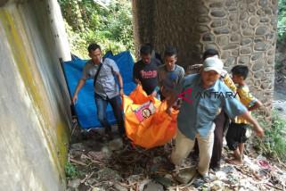 Warga temukan mayat di kolong jembatan