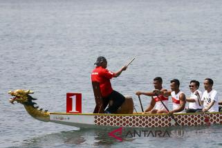 Lomba Dayung Perahu Naga