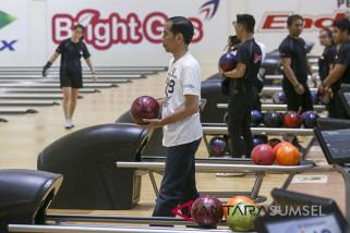 Jokowi kalahkan Cak Imin di arena boling