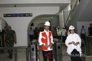 Jokowi lega setelah naik LRT Sumsel (video)
