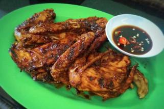 Ayam bakar menjadi menu Jamaah calon haji Indonesia