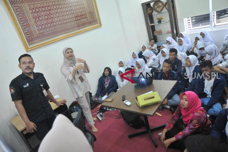 BUMN Hadir - Peserta SMN Kunjungi Rumah Kreatif BUMN