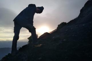 TNI tinjau kondisi jalur pendakian Gunung Rinjani