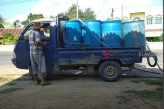Warga Ogan Komering Ulu krisis air bersih