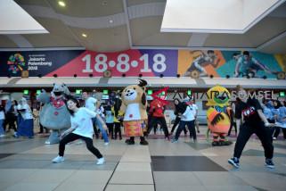 Asian Games (serba serbi)  - Ade mau foto dekat kaka