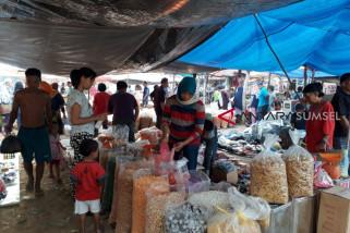 Jelang lebaran haji, omzet pedagang kue kering menurun