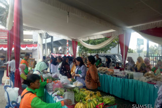 Pasar murah, harga telur Rp20.000/Kg