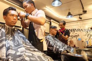 Sensasi pangkas rambut dalam kontainer pertama di Palembang