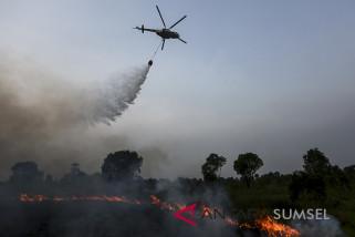 Jutaan liter air disiramkan padamkan kebakaran lahan