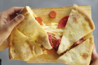 Nikmatnya Pizza Nepal di Panties Pizza