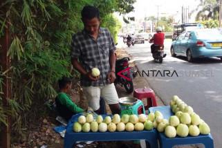 Banyak apel aceh dijual di Palembang