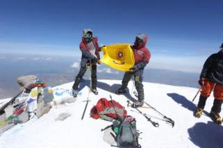 Dua mahasiswa Unsri capai puncak gunung Elbrus Rusia