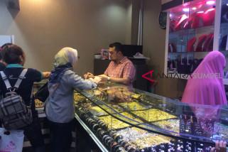 Perhiasan emas di Palembang naik Rp300.000