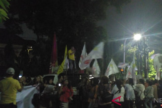 Tim relawan Jokowi-Ma'ruf nyanyi dan joget dangdut