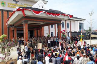 Minta izin PT SAS dicabut, warga demo Bupati Mura