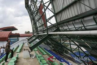 Herman Deru Tinjau Kerusakan Arena JSC