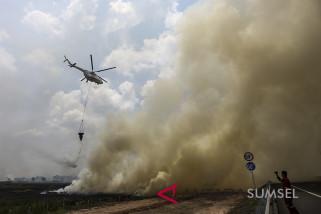 Lima helikopter pembom air atasi kebakaran lahanOI