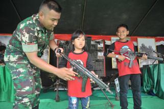 Pameran Persenjataan TNI di Benteng Kuto Besak