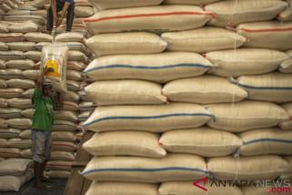 Bulog pastikan stok beras di Sumsel cukup untuk tujuh bulan