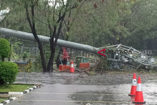 Venue Jakabaring Sport City  rusak parah dihantam angin kencang