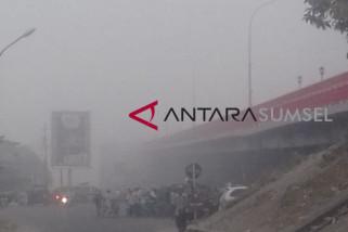 Kota Palembang diselimuti kabut tipis