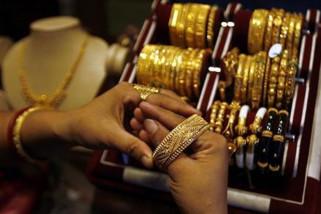 Harga emas berjangka naik setelah dolar melemah