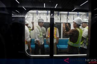 Pengalaman pertama Presiden naik MRT Jakarta