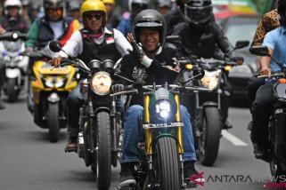 Presiden Jokowi Konvoi Bermotor Keliling Bandung