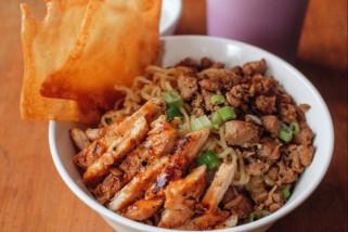 Lezatnya Mie Ayam Keriting Pontianak di Waroeng Western